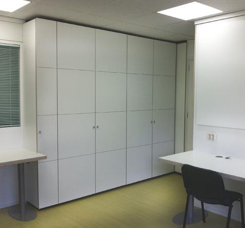 kastenwand en bureau kantoor ruimte