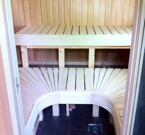 saunabouw hoekopstelling gerealiseerd in schuur